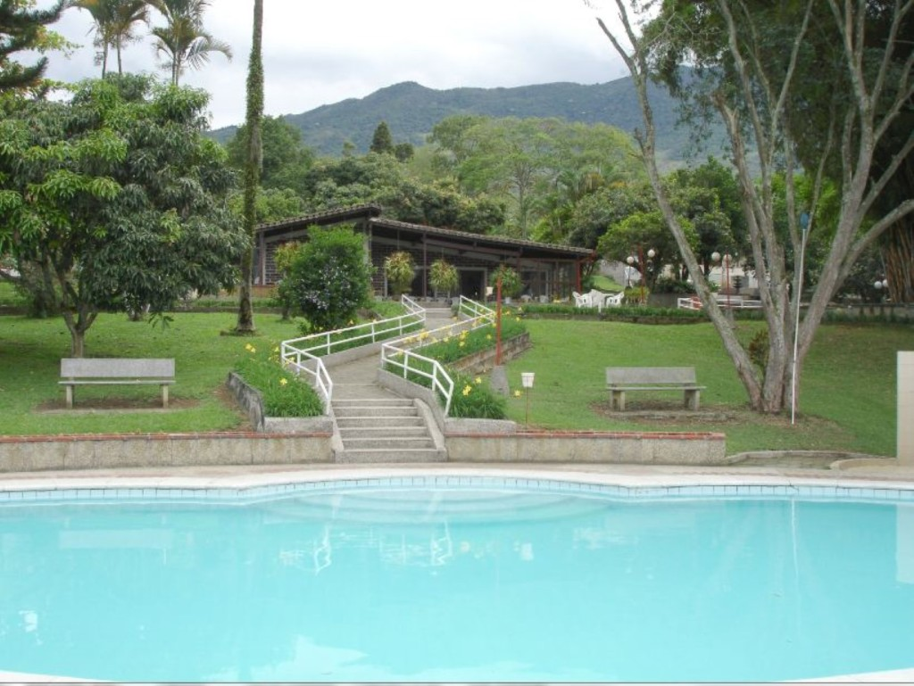 Frente  casa desde piscina (Large)